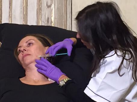 Volite : Technique d'injection pour l'hydratation de la peau du visage